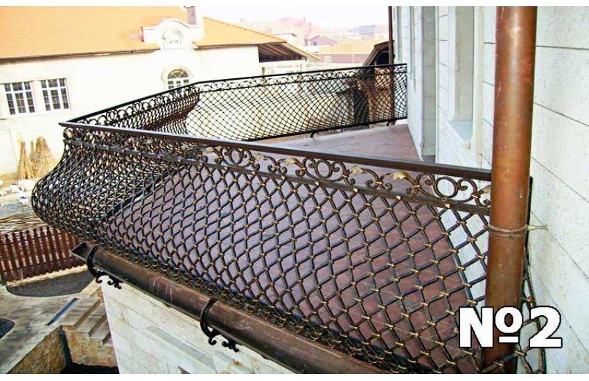 Ограждение балкона дома