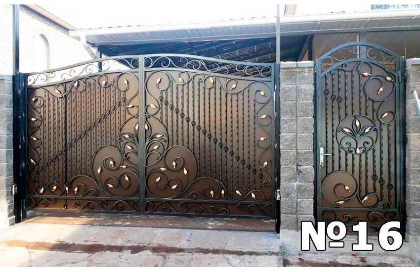 Кованые ворота для частного дома