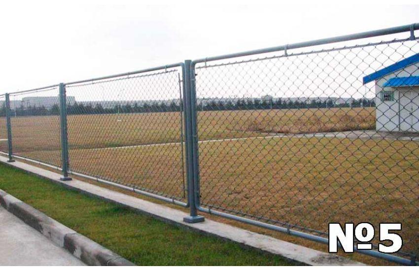 Забор из рабицы фото