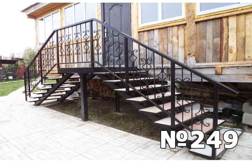 терраса с лестницей на второй
