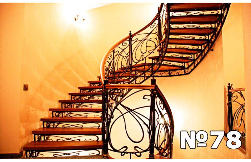 лестница на второй этаж винтовая фото