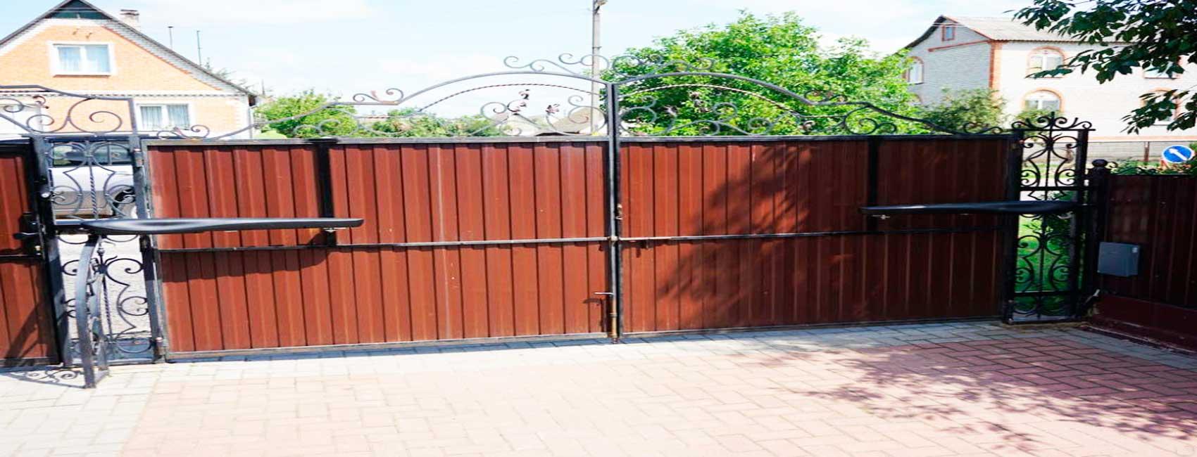 Воскресенские ворота и заборы